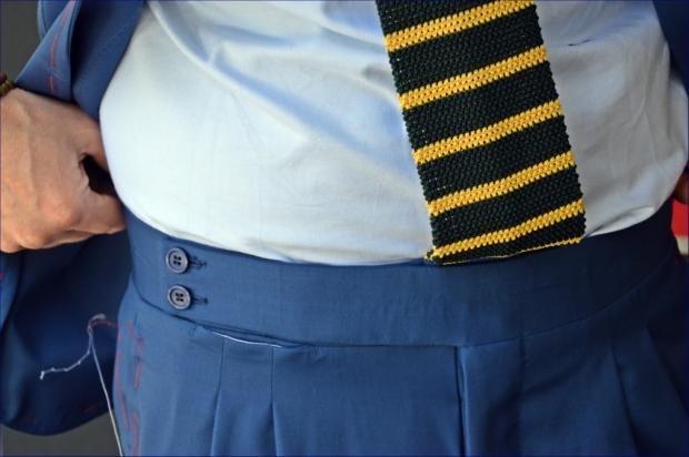 Dettaglio cinturino pantaloni